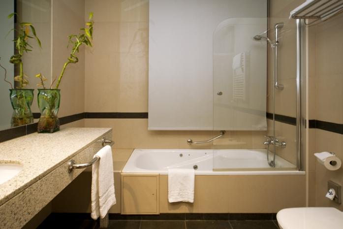 Fotos hotel miraflores de la sierra - Banos con jacuzzi ...